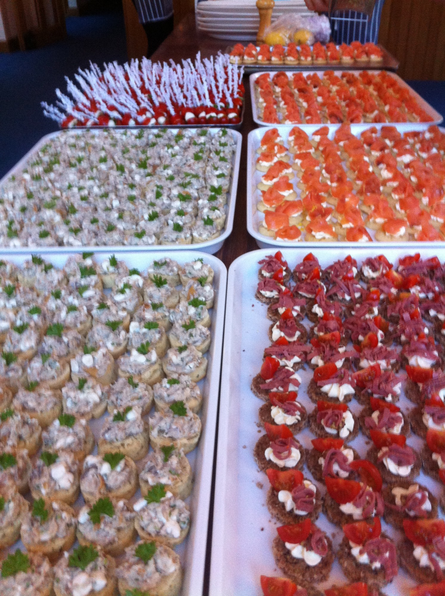 Canapes green fig catering company for Canape buffet menus