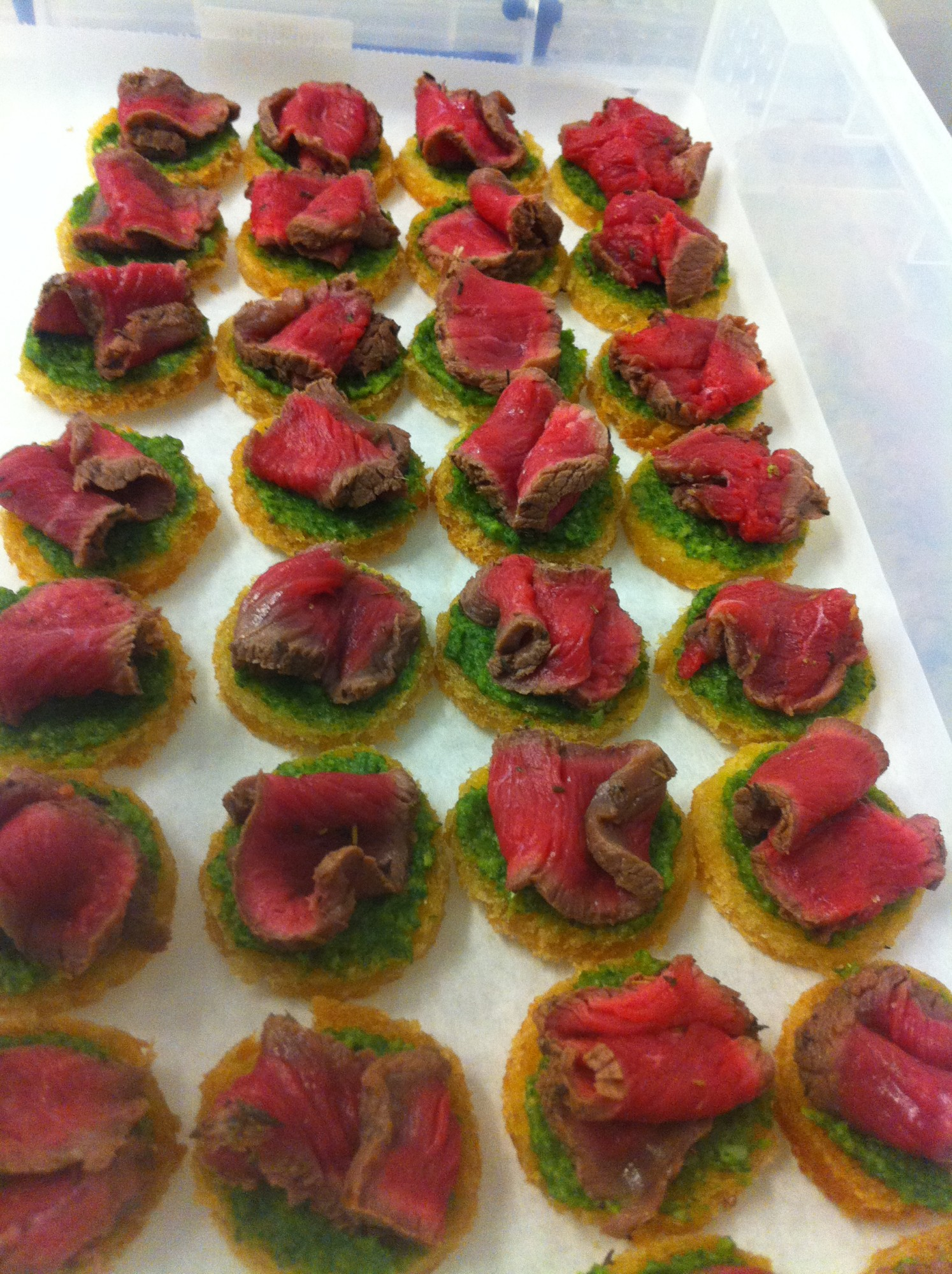 Fillet of beef canape green fig catering company for Canape companies
